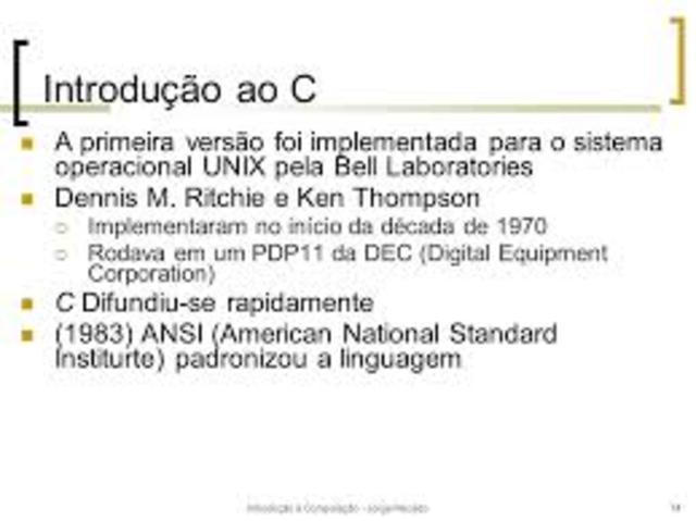 A Bell Laboratories desenvolve a popular linguagem de programação C