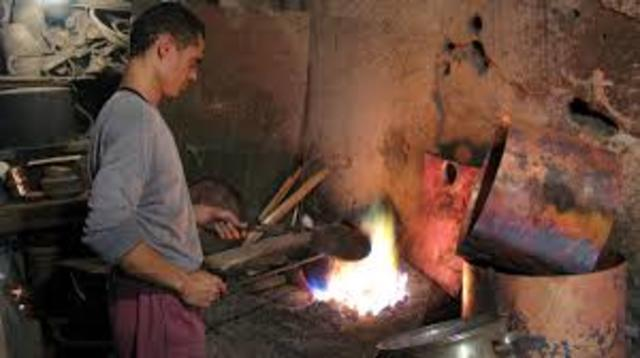 Vladek begins work as a tinman in a camp