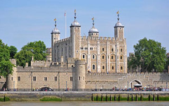 Princess Elizabeth is imrpisoned in the Tower of London