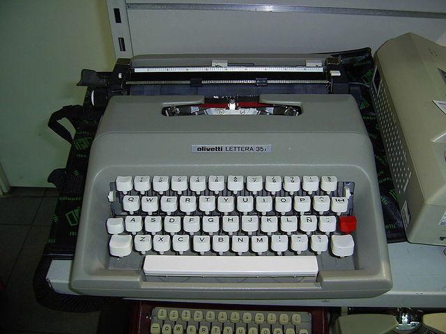 """Första """"bärbara"""" datorn Olivetti"""