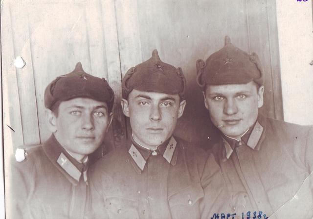 С друзьями из Чугуевской военно-авиационной школы летчиков