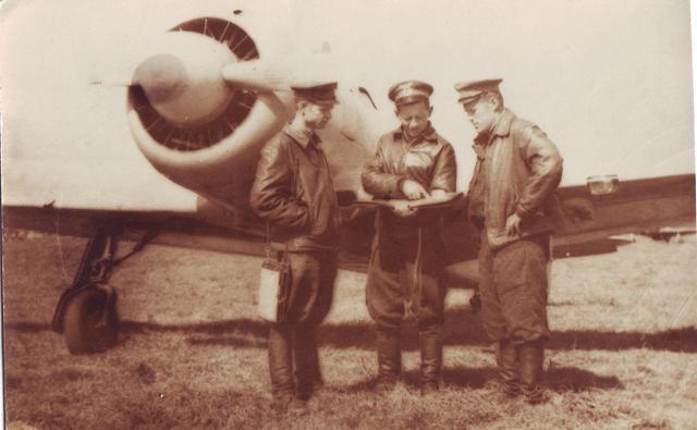 ЯК-2 после полета на разведку.