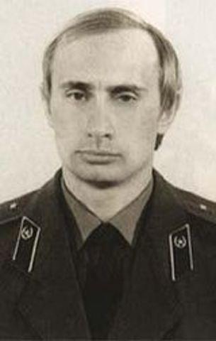 Окончание университета. Начало службы в КГБ