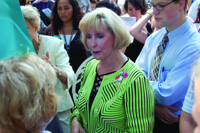 GFWC Advoactes for Bipartisan Pay Equality Bill