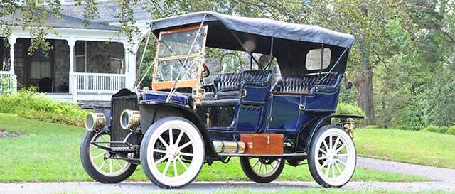 The steam-driven automobile started to lose popularity.