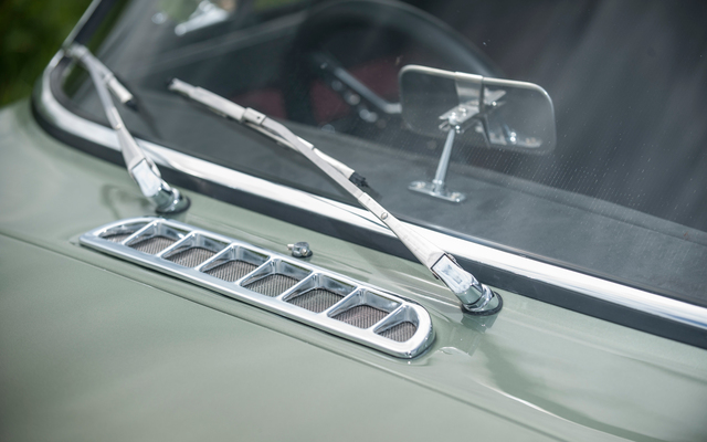 Robert Kearns (1928-2005) patented automobile intermittent windshield wipers.
