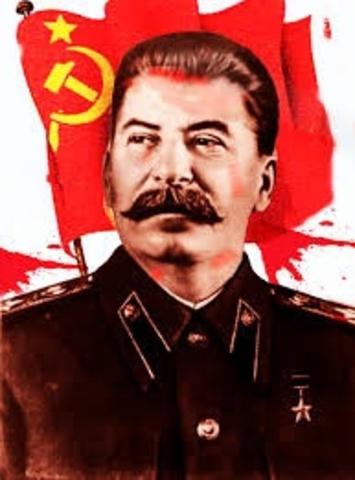 Sube Stalin al poder.