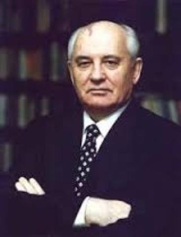 Sube Mijail Gorbachov al poder.