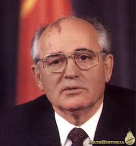 Sube Mijail Gorbachov al poder