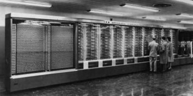 construccion del primer computador americano basado en electroimanes.