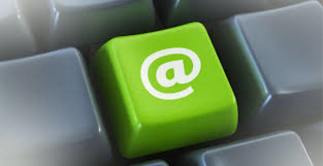 de elige el popular signo @ como tecla de puntuación para la separar el correo