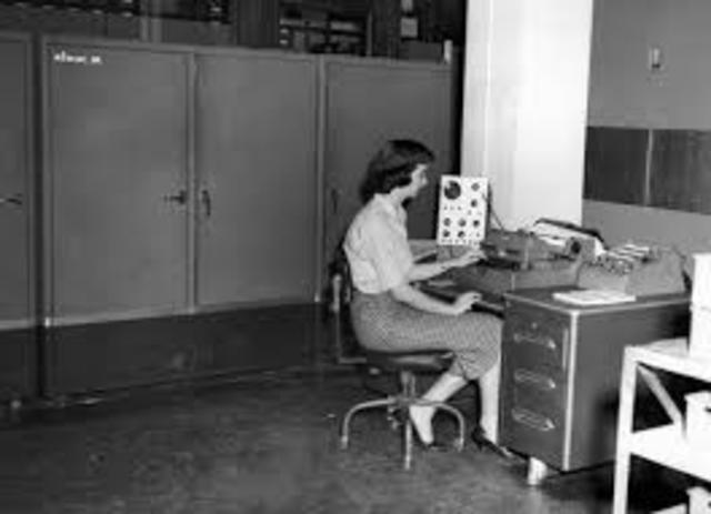 1954: The FORTRAN programming language is born.