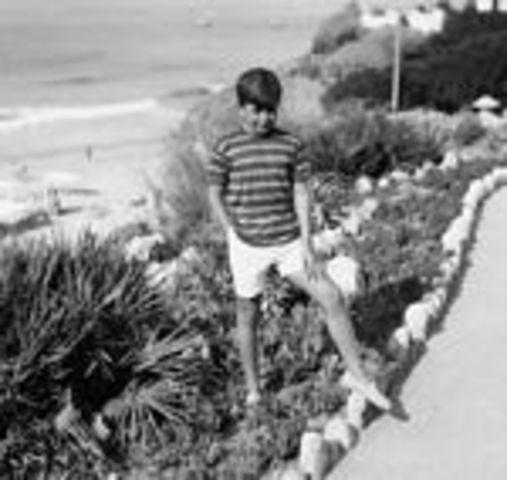 Frequentou o Liceu Alexandre Herculano, no Porto