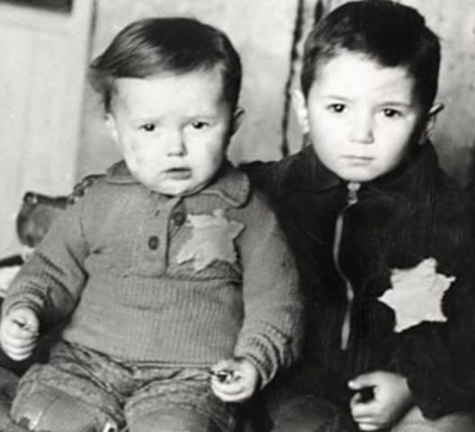 Elie Wiesel Is Born