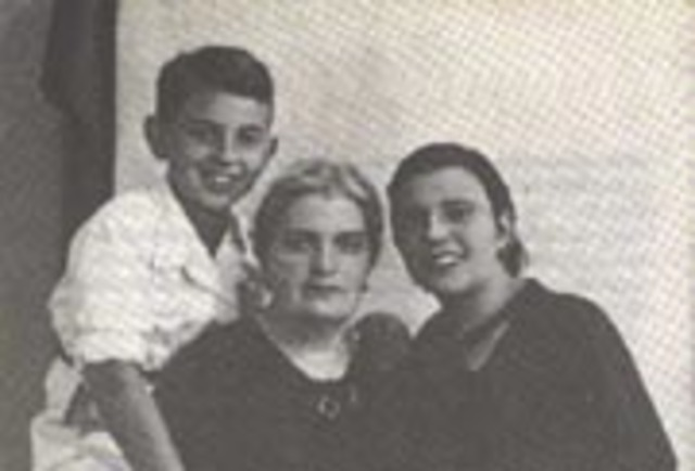 «Inventarios provisionales» de Las Palmas de Gran Canaria, se publica Breves acotaciones para una biografía. Ese mismo año muere en Oviedo su madre, María Muñiz.