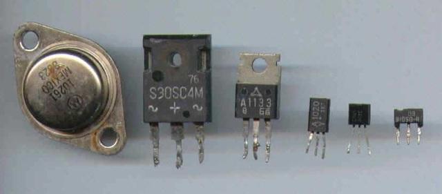 La reduccion en el tamaño de los componentes de un transistor.