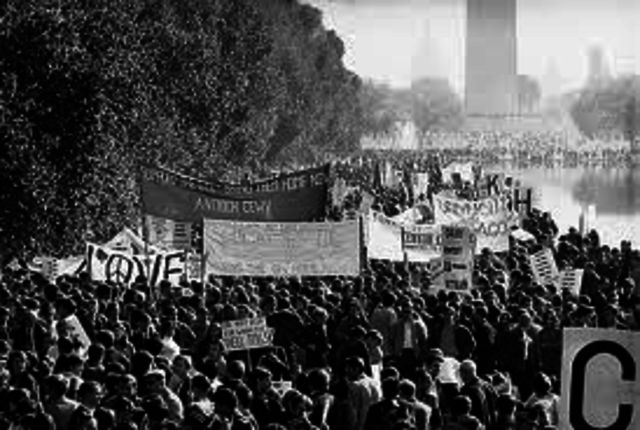 Protesters March on Washington Monument