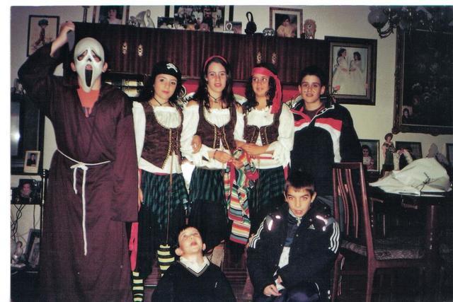 En carnavales disfrazada de pirata.
