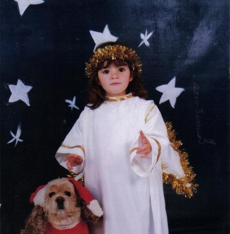 Navidades  con el disfraz de angelito.