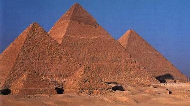 Construcción piramides de egipto a las 23:56 min.
