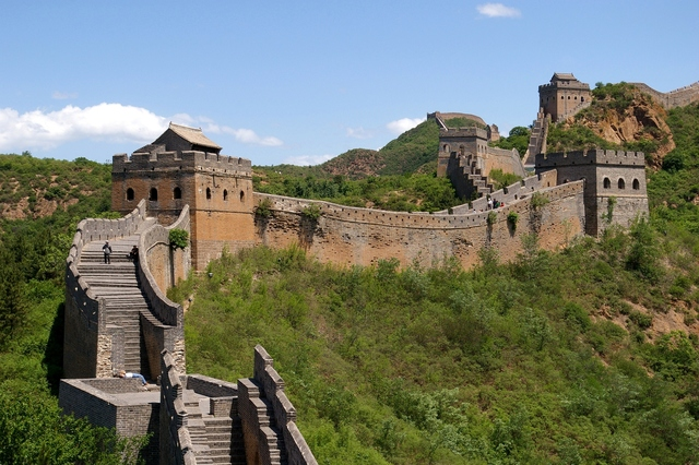 Manchus are let inside the Great Wall.