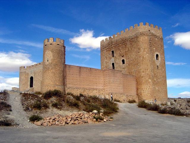 Construcción del castillo de jumilla. A las 20