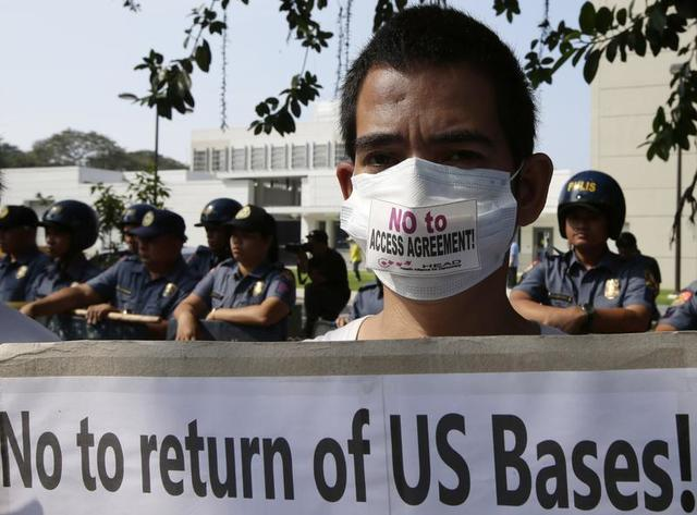 US forces return to recapture the Philippines