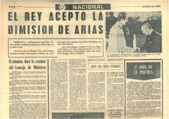 Dimite el presidente Arias Navarro