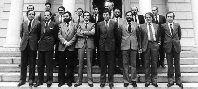 Felipe González entra a gobernar España