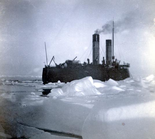 Первое плавание в полярных льдах.