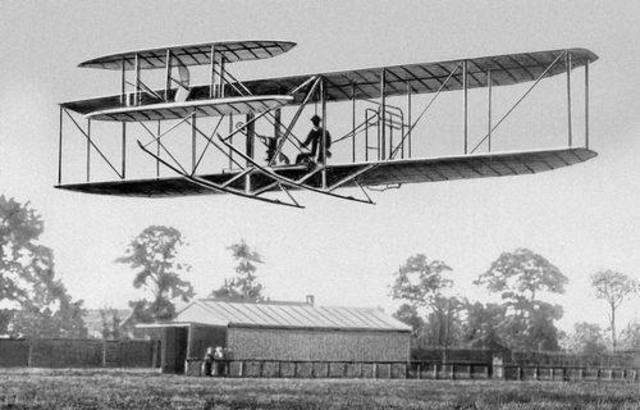 Появился первый самолет