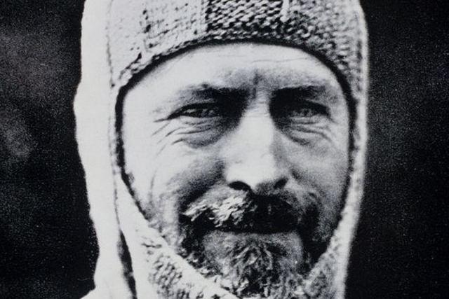 Douglas Mawson began his trek across George V Land
