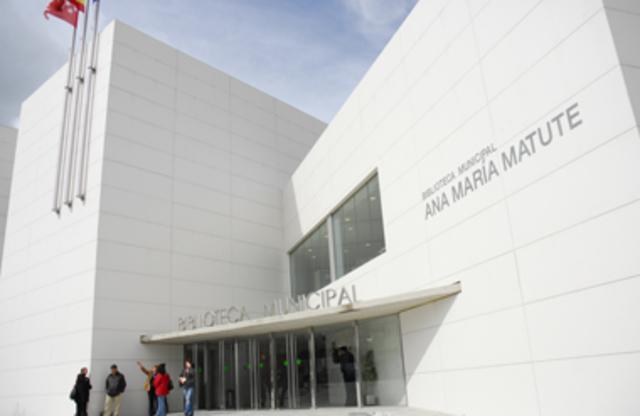 Apertura de la Biblioteca Ana María Matute