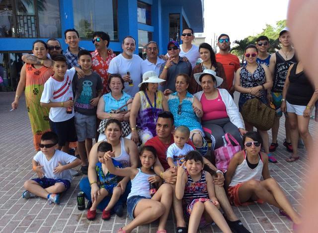 Camilo y su familia.