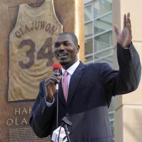 Rockets unveil a monument honoring Olajuwon