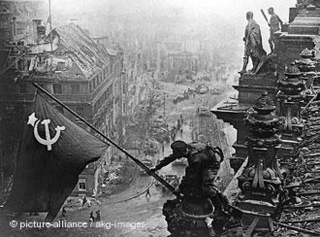 Invasionen av Berlin (Tyslkand kapiitulerar)
