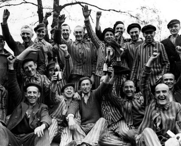 Sovjetiska soldater befriar judar