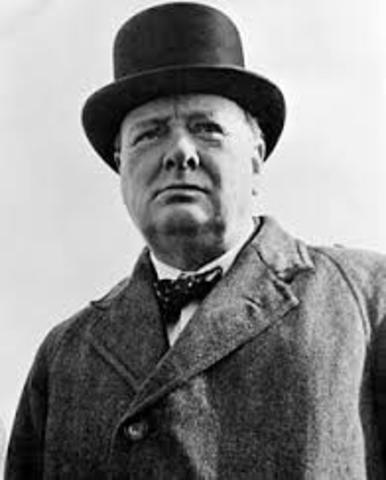 Winston Churchill tar makten i Storbritanien