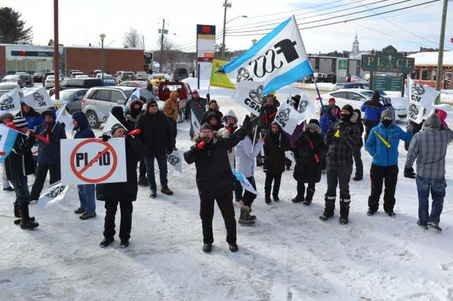 Manifestation contre le projet de loi 10 dans la Petite-Nation