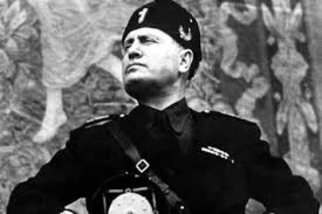 Mussolini sube al poder en Italia