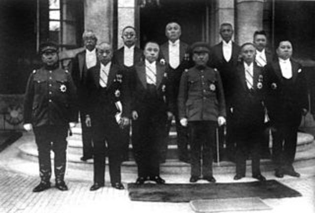 Japón establece Estado títere de Manchukuo en Manchuria