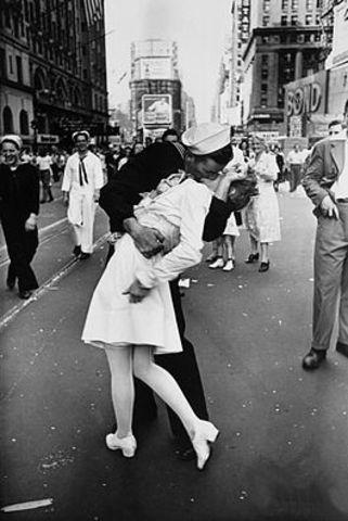 The Kiss (Photograph)