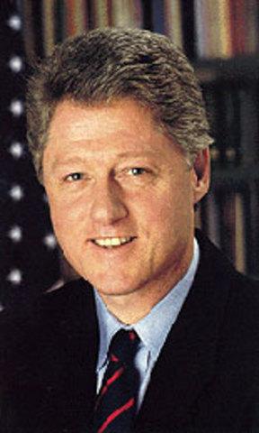 Bill Clinton Authorizes Loan To Mexico