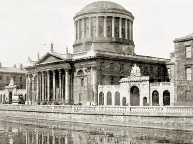 'Oprørshæren' erobrer 'Four Courts'