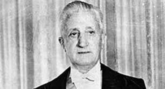 Arturo Illia asume como Presidente de la Nación Argentina