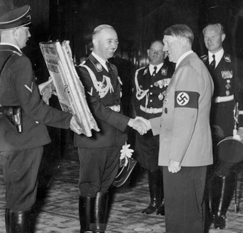 Nazi Germany and Soviet Union sign nonaggression agreement