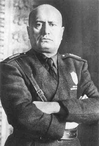 Mussolini dies