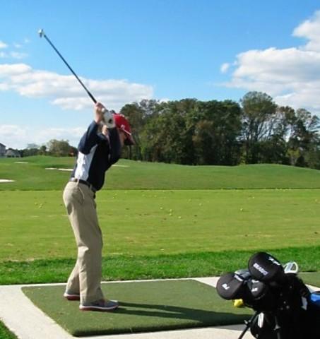 Hace 4 años que aprendí a jugar el golf.