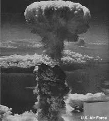 droping the atomic bombs on hiroshima