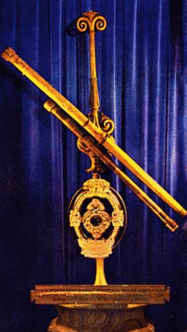 Galileo Galilei : Perfeccion del telescopio